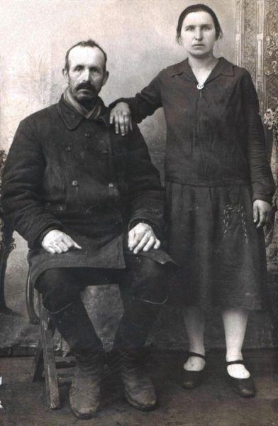 Тычина Адам Николаевич с женой Александрой Венедиктовной. 1936 год
