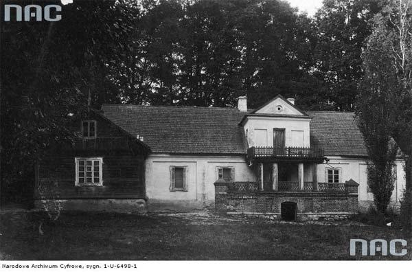 Tuhanowicze k. Nowogródka.<br>Widok zewnętrzny oficyny tzw. 'Murowanki'.<br>Data wydarzenia: 1910 - 1915