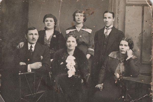 моя прабабушка Smilewicz (Mackiewicz)Stefania Eleonora  с детьми и племянницей<br>1913 год Вильно