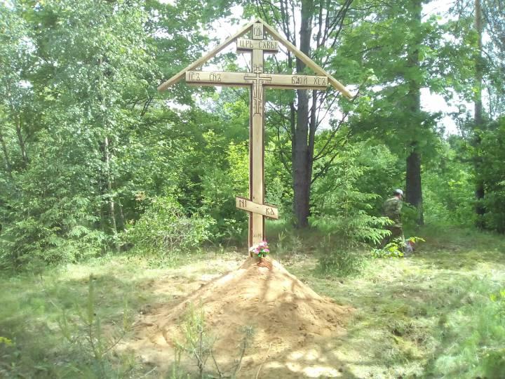 Поклонный крест на месте захоронения мирных жителей убитых в феврале 1943 года в районе Щелбовских лесов. Крест расположен в центре Имения Щелбово.