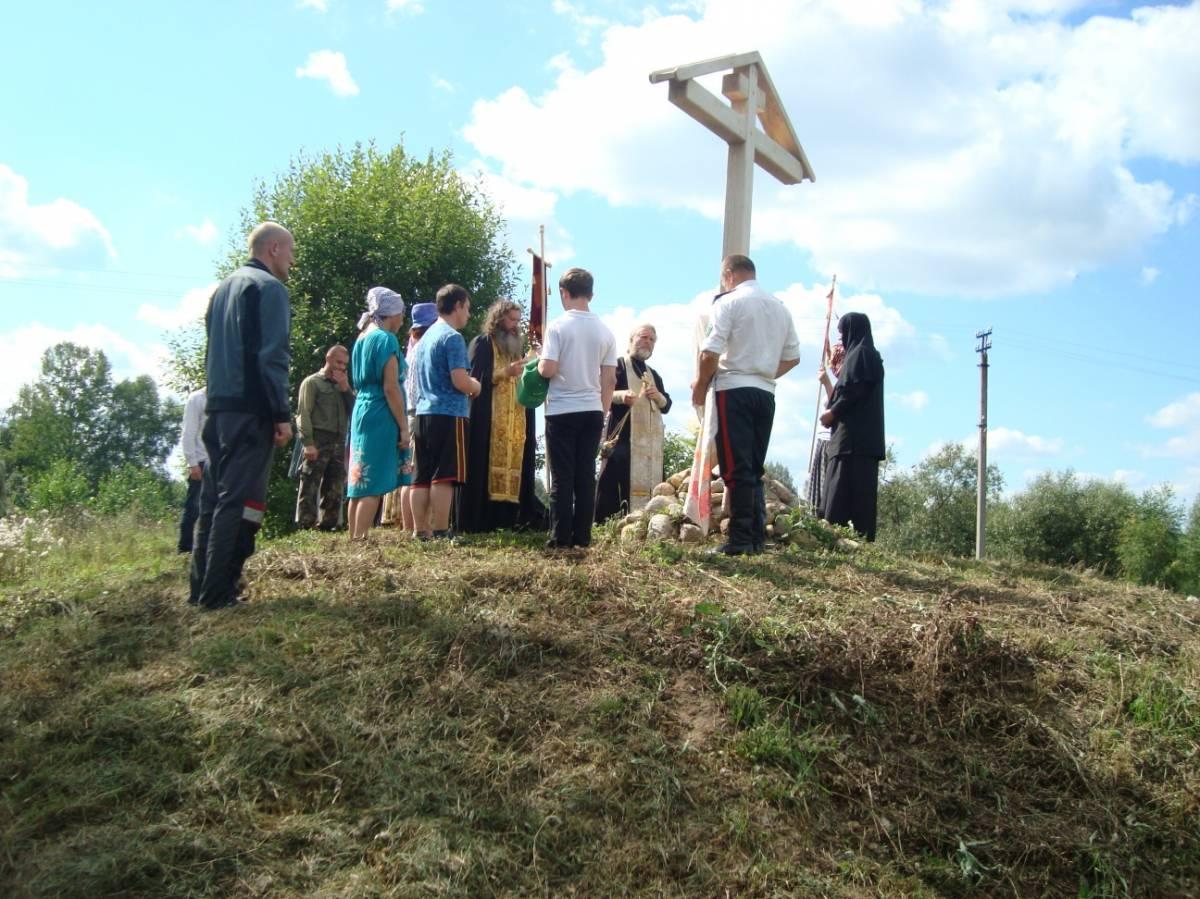Крестный ход, Жуково 1, Поклонный крест на месте разрушенного храма Праскевы Пятницы