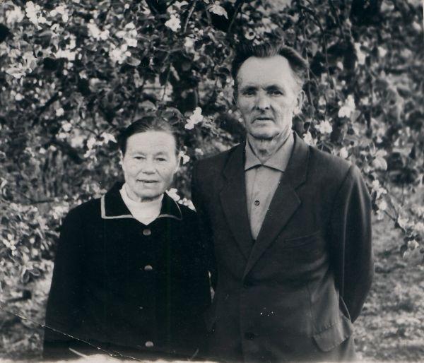 Moja Ciocia Bronisława z Wujkiem<br>Piotrem (brat mojej Mamy Władysławy  zd. Wienckowskich).