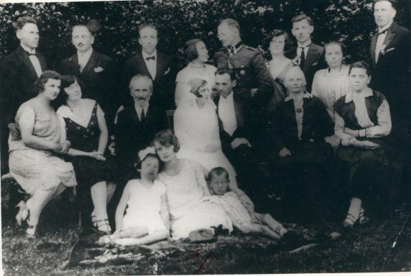 Ślub Józefa Pleskaczewskiego.Moje pytanie związane jest z tym, z kim zawarł związek małżeński Pan Józef?