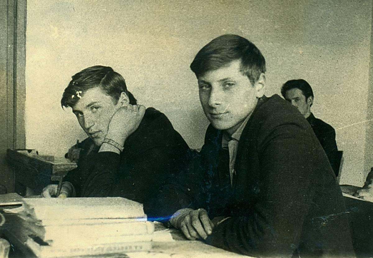 На уроку фізікі Пунтус Віктар, Красуцкі і далей Давідовіч...