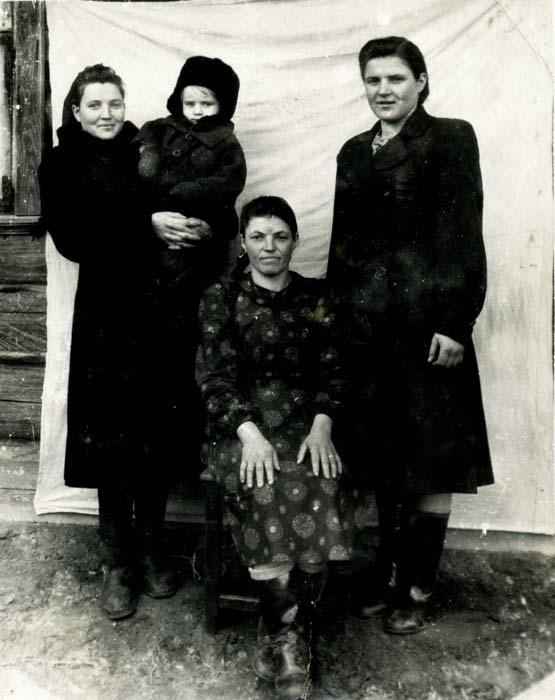 Тры сястры Бараноўскія.<br>Фота 1955 г.