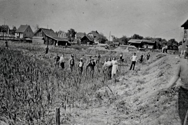 Тут, вывезеныя сілай у Германію працавалі...