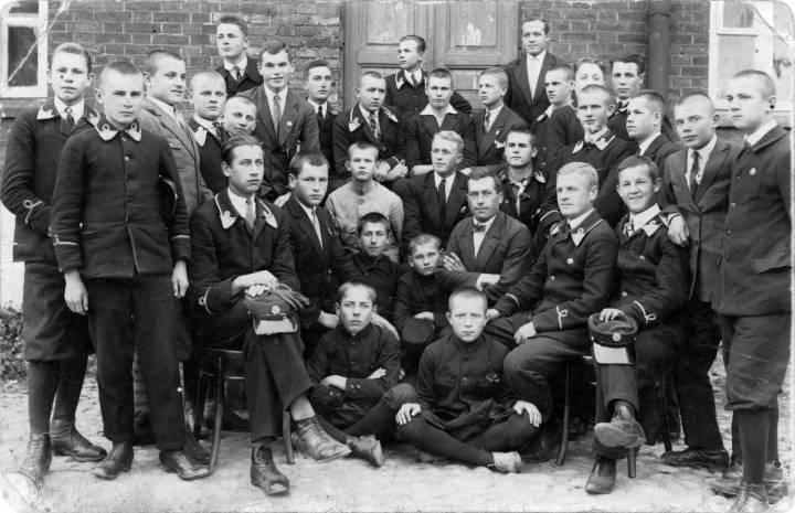 Uczniowie Szkoły Powszechnej w Jodach. Rok ok. 1925.