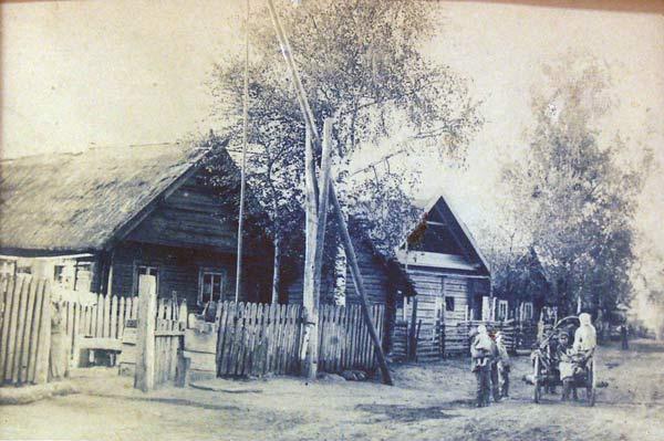 Вуліца ў Даўгінічах. <br>Фота Л.Дашкевіча, 8-19 траўня 1923г.