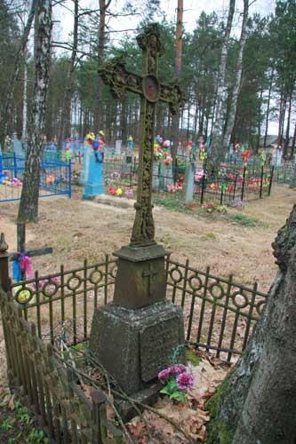Магіла Стафана Пятра Шаламіцкага на лышчанскіх могілках<br>Фота 03.04.2010