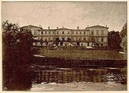 Nowosiółki - widok ogólny pałacu. Zdjęcie pochodzi z wydawnictwa