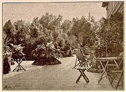 Nowosiółki - weranda pałacu. Zdjęcie pochodzi z wydawnictwa