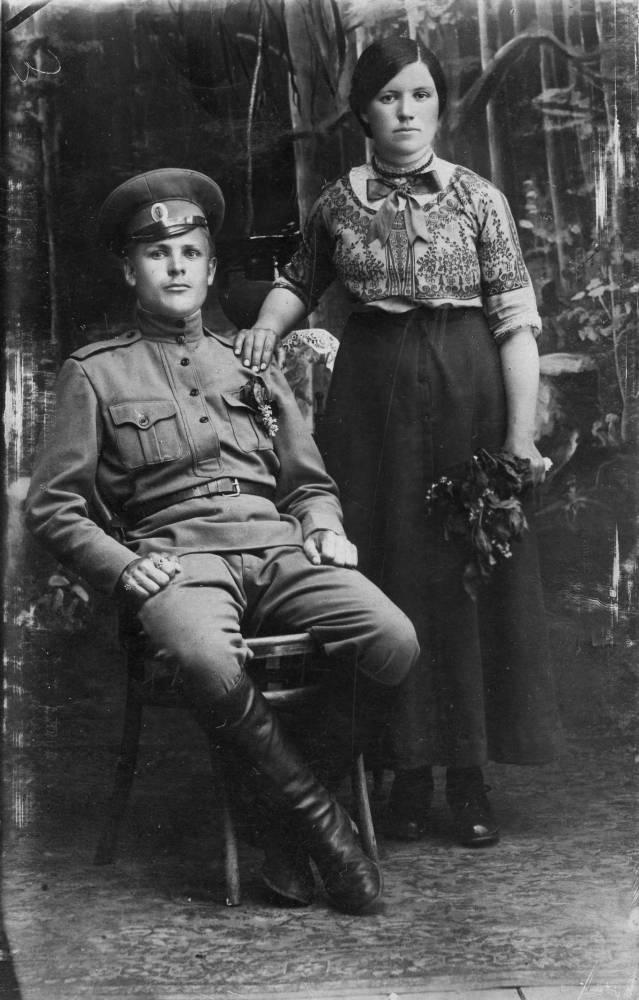 Мои бабушка и дедушка: Савчин Роман Артёмович и Савчина (Есьман) Варвара Ануфриевна.
