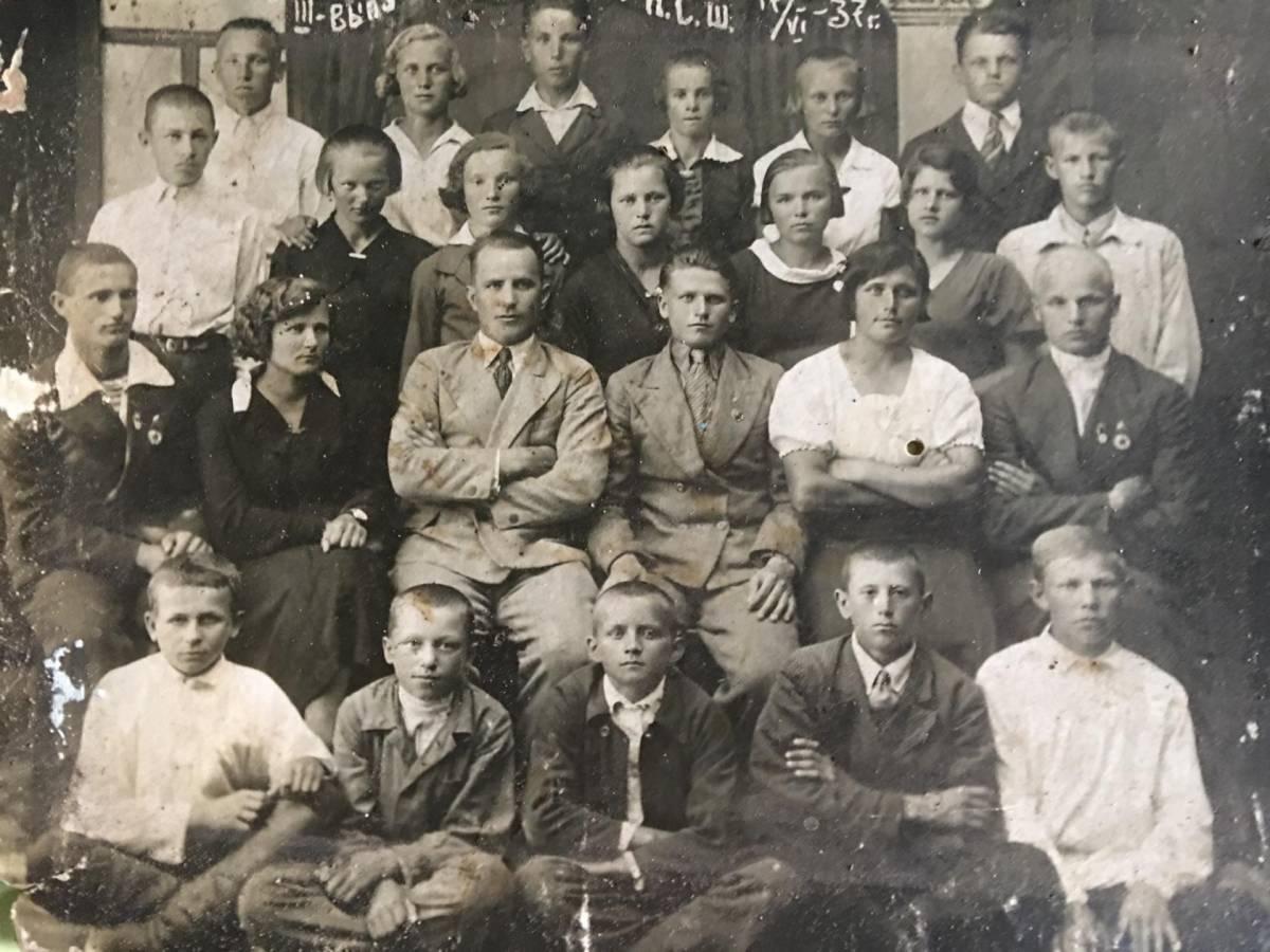 Третий выпуск Бибиковской средней школы 1937 год, Мозырский округ
