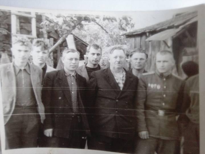 Дед Иван Андреюк(в центре)
