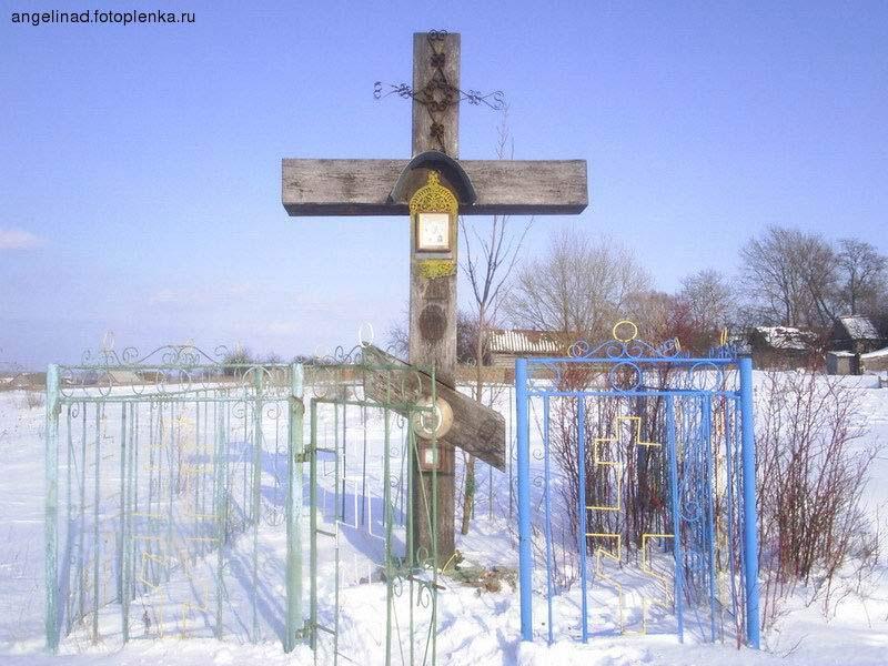 Крест на месте алтаря Свято-Никольского храма