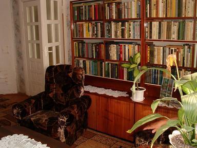 Łunin.Biblioteczka u jednej z mieszkanek wzbudziła nasz podziw.