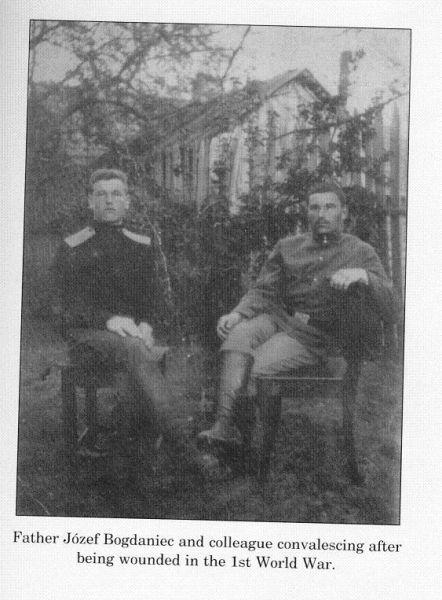 r.ok.1915-16.Z lewej siedzi Józef Bogdaniec-najmłodszy Brat mojego dziadka.Syn.Wiktorii i Feliksa.