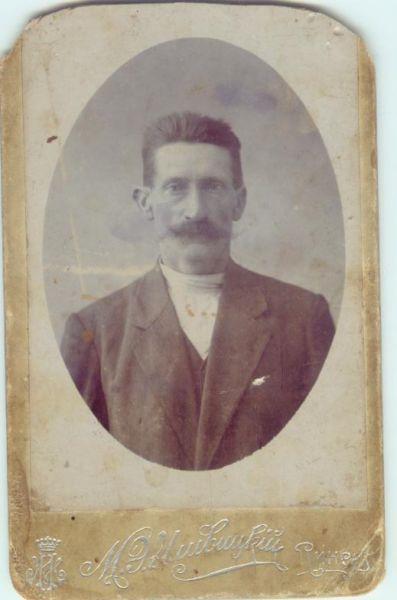 Josef Nowotny ur.w 1868r,w ok.Pragi-Czech.Drugi mąż mojej Babci.Majster w Warsztatach kolejowych w Pińsku,Zmarł na cholerę w 1915r. w Pińsku.fot.ok.1910r.