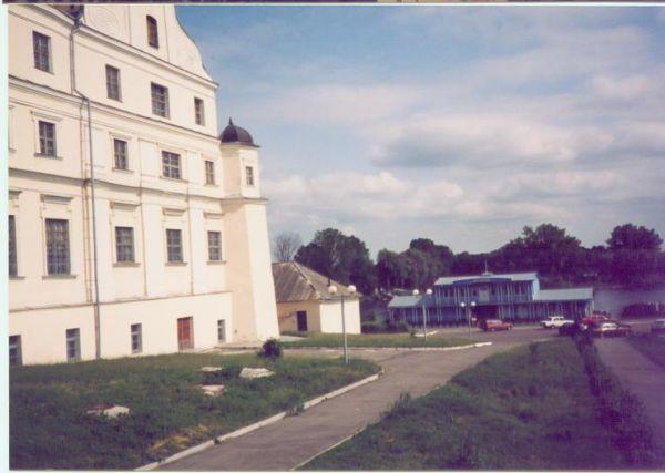 Pińsk.2003r. widok na przystań.Po lewej kolegium Jezuitów-