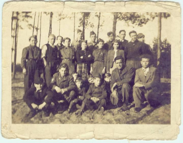 Pińsk.Fot. z okresu ok.1938-9r.Może ktoś z Pińskich chłopców się rozpozna lub kogoś z Rodziny.Na fot.któryś z braci Kamińskich.