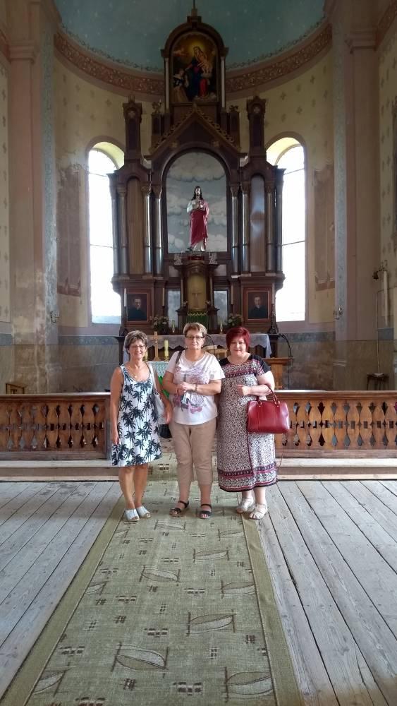 Wewnątrz kościoła w Ikaźni