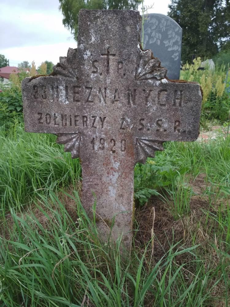 Памятник неизвестным солдатам на кладбище <br>1920г.
