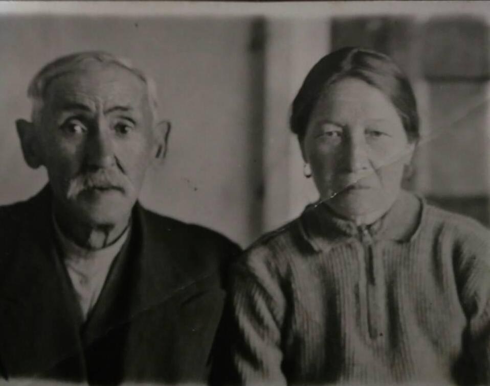 Ашександрович Мустафа и Александрович Азына 16.07.1947г на память сыну Александровичу Алюню Мустафовичу