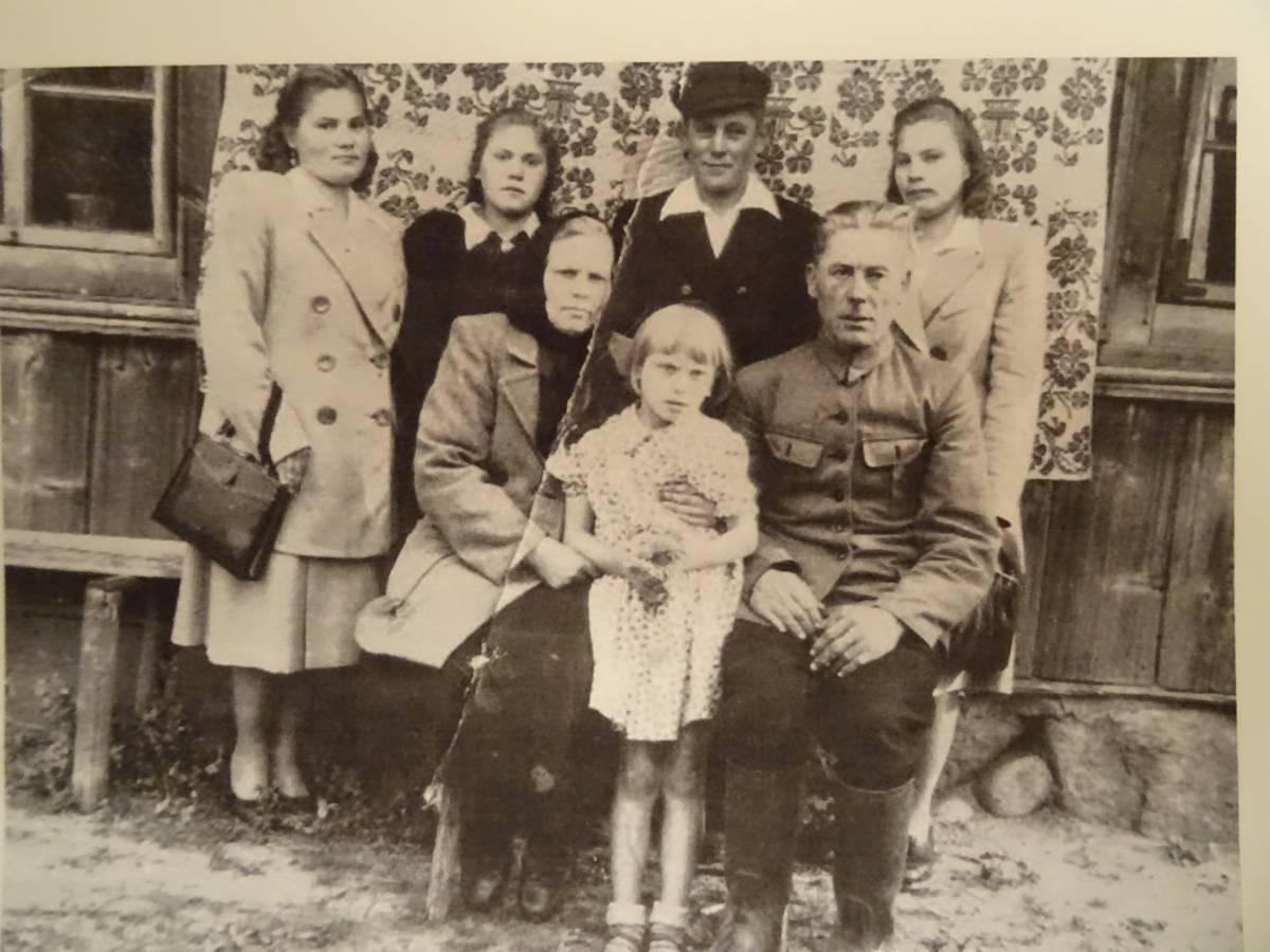 Irena, Ola, Wiciu, Shola, Jania. Józef i janina. Rodzina Świrbut