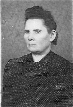 Helena Bartoszko z domu Młyńska, siostra rodzona babci Marianny Tatol, matka Czesława Bartoszko, którego wojenną mogiłę odnalazłem poprzez internet w Szkocji. Na jego pamiątkę otrzymałem imię Czesław. Po wojnie ciocia mieszkała w Gdańsku. Ciocia mieszkała w Wilnie, ul. Zakretowa 15,
