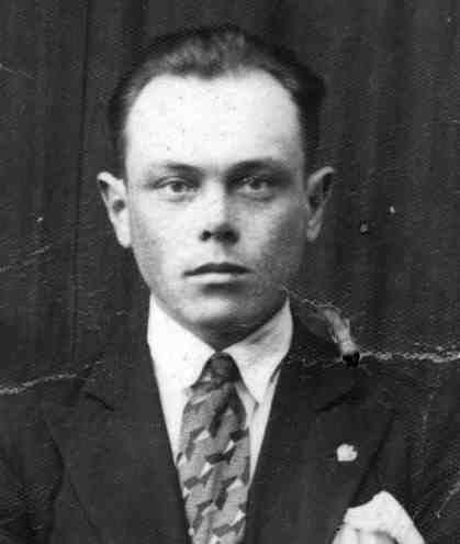 Antoni Szymkiewicz , syn Karoliny . Fotografia z czasów zamieszkiwania w rodzinnej Opsie.