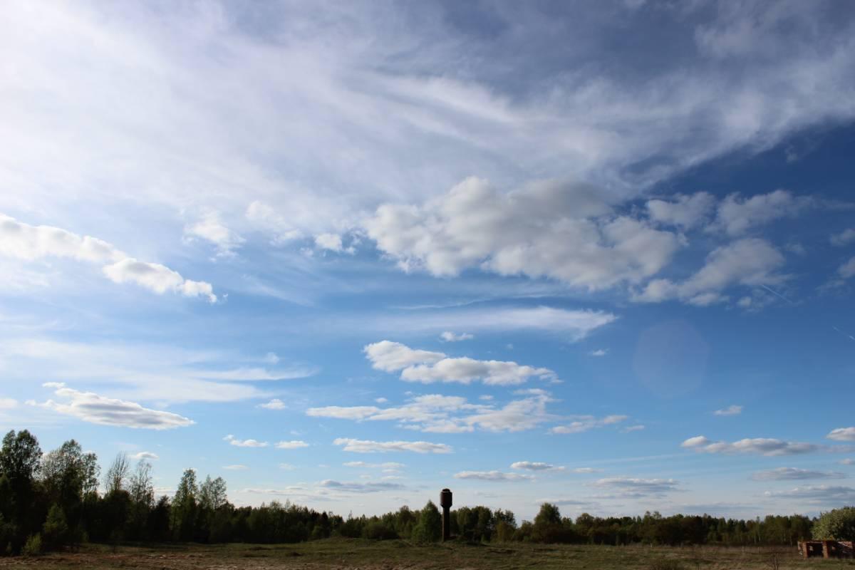 Вечно прекрасное небо над водонапорной башней.