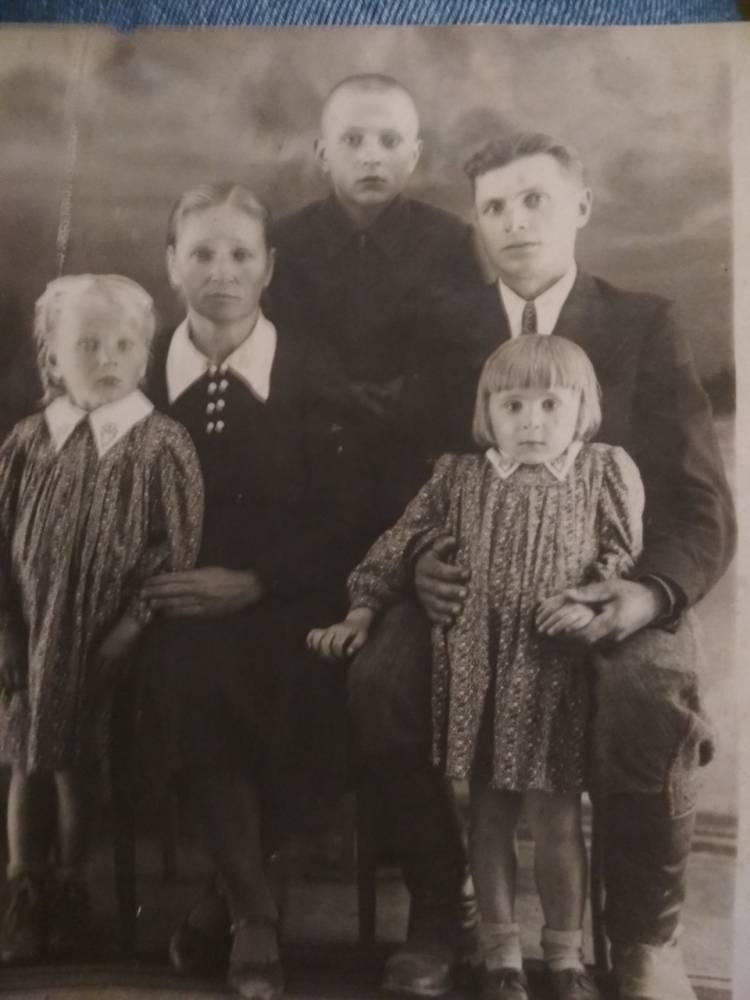 Семья Совицких. Супруга Мария, дети Иван, Элла, Марина