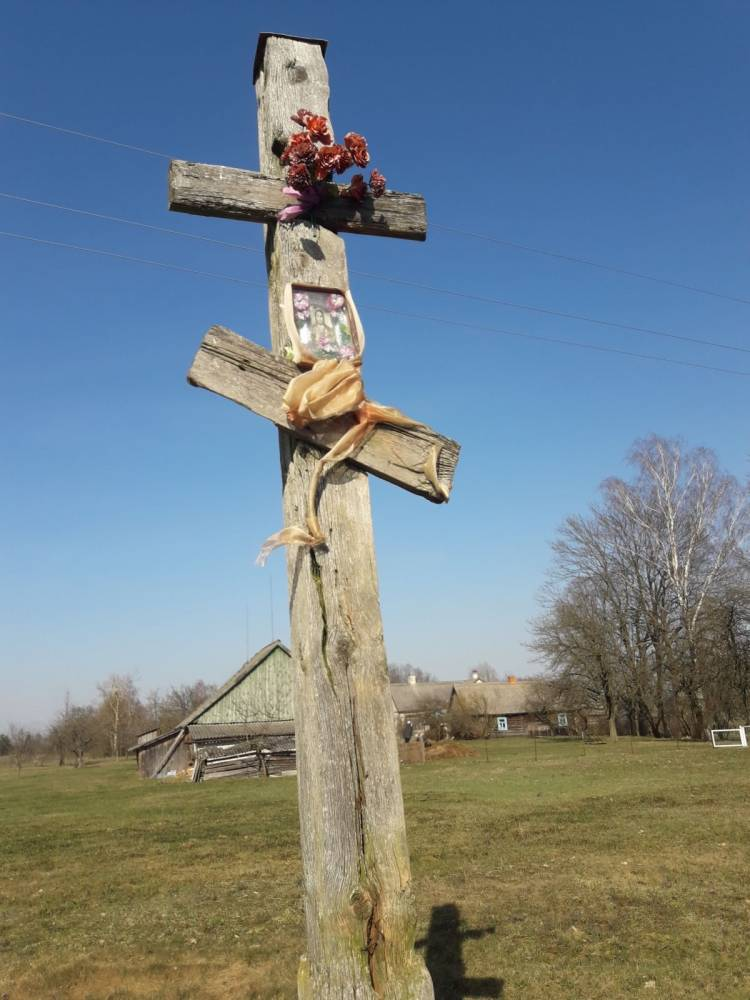 старинный православный крест - историческое достояние д .Ляхчицы.