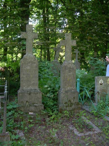 Elżbieta Zadarnowska z domu Grodzka, Chorążyczewski Leonard - cmentarz w Kobryniu, z tyłu grób Marii Chorążyczewskiej z domu Zadarnowskiej