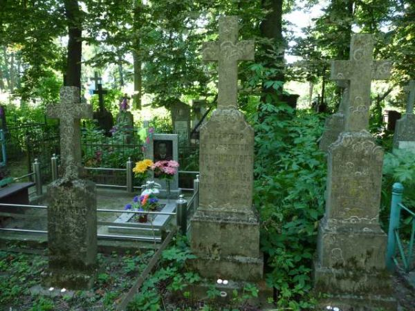 Zadarnowski Józef zm. 1930, Elżbieta Zadarnowska z domu Grodzka, Chorążyczewski Leonard - cmentarz w Kobryniu, z tyłu grób Marii Chorążyczewskiej z domu Zadarnowskiej