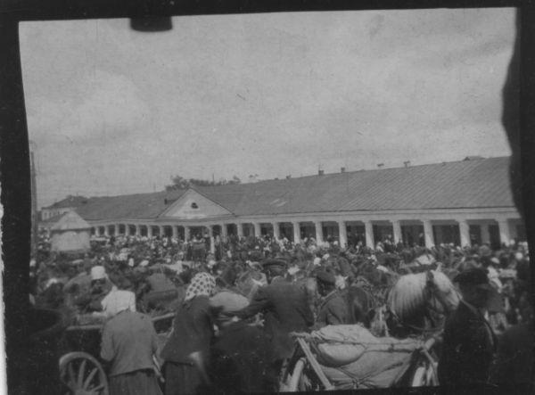 Nowogródek - jarmark<br>Новогрудэк - ярмарка <br>Nowogródek - fair <br>fot. Józef Zadarnowski 1914-2000