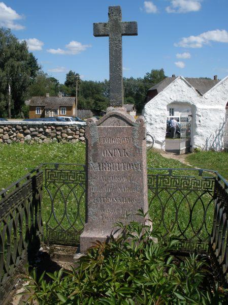 Pomnik  T. Narbbutowi na cmentarzu w Naczy.