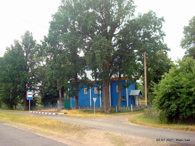 Возле церкви в Доброславке