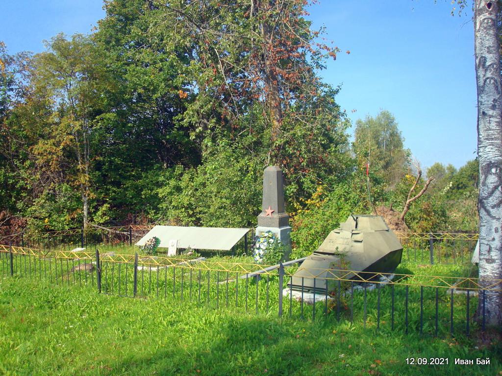 Братская могила в д. Дубровка