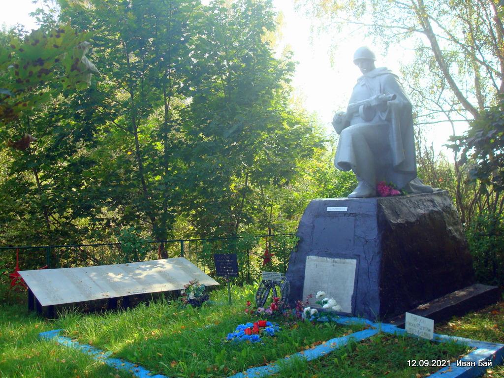 Братская могила в деревне Кудины