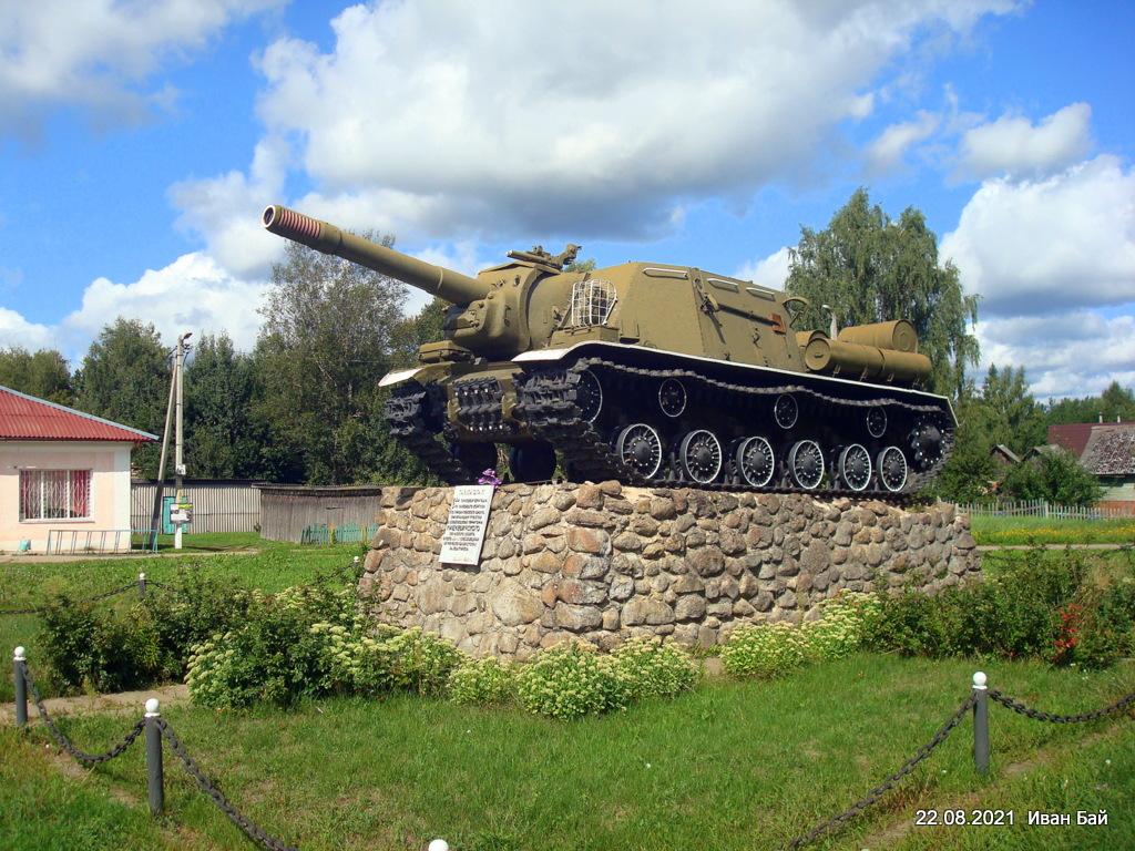 Памятник танкистам 24 танковой бригады, 5-го танкового корпуса, 1-го прибалтийского фронта, принимавшим участие в освобождении Мишневичского Сельского совета