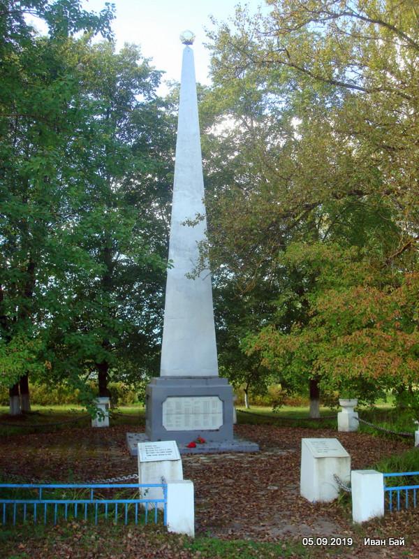 Памятник в деревне Мстиж