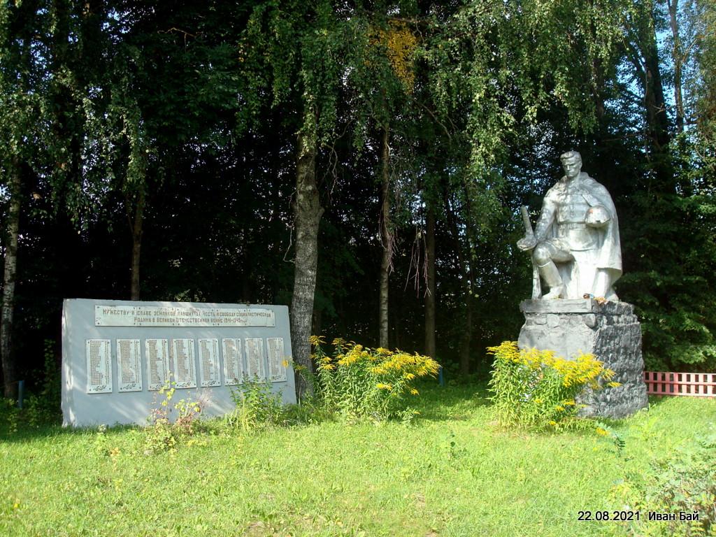 Памятник землякам погибшим на фронтах В.О.в