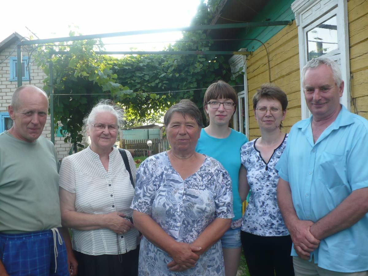 Niespodziewana wizyta w rodzinie Kuroczyckich przebiegla na milym biesiadowaniu i rozmowach o krewnych