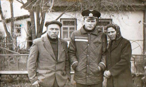 Романюк Николай Никанорович (19.12.1929 - 18.11.2011)<br>Романюк Василий Николаевич 15.01.1962<br>Романюк (Стрибук) Нина Захаровна 11.04.1937