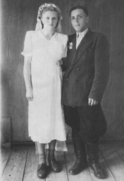 невеста<br>Стрибук Нина Захаровна 11.04.1937<br>жених<br>Романюк Николай Никанорович 19.12.1929