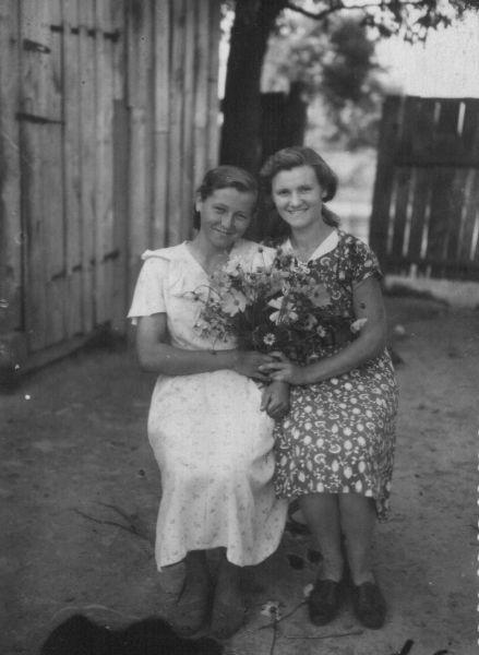 Смальцер Екатерина Ивановна 22.06.1940<br>Сакун Алла Ивановна<br>