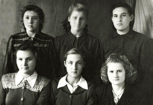9 класс:<br>1. Стрибук Таисия Степановна<br>01.1954 года