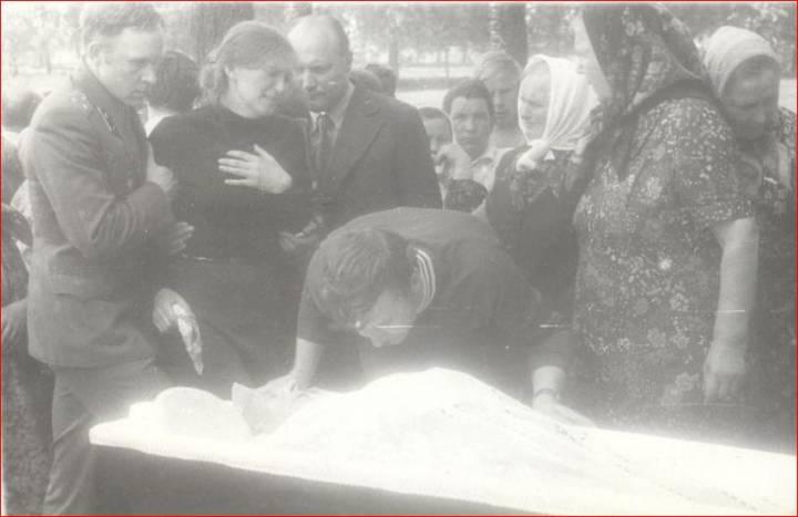 Похороны Стрибук <br>Ивана-страшего Захарьевича (10.05.1921 - 02.06.1981)