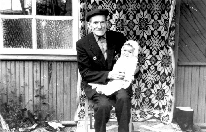 1996 год<br>Пузанов Алексей Николаевич - внук<br>Пузанова Алексея Никифоровича 1919 г.р., д.Маложин<br>Пузановой (Шубенок) Марии Адамовны 15.05.1920 г.р.